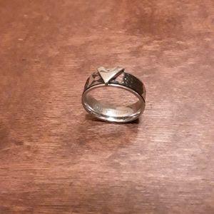 Louis Vuitton ring size 8